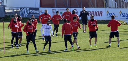 Entrenamiento del Sevilla en la ciudad deportiva. / Inma Flores.
