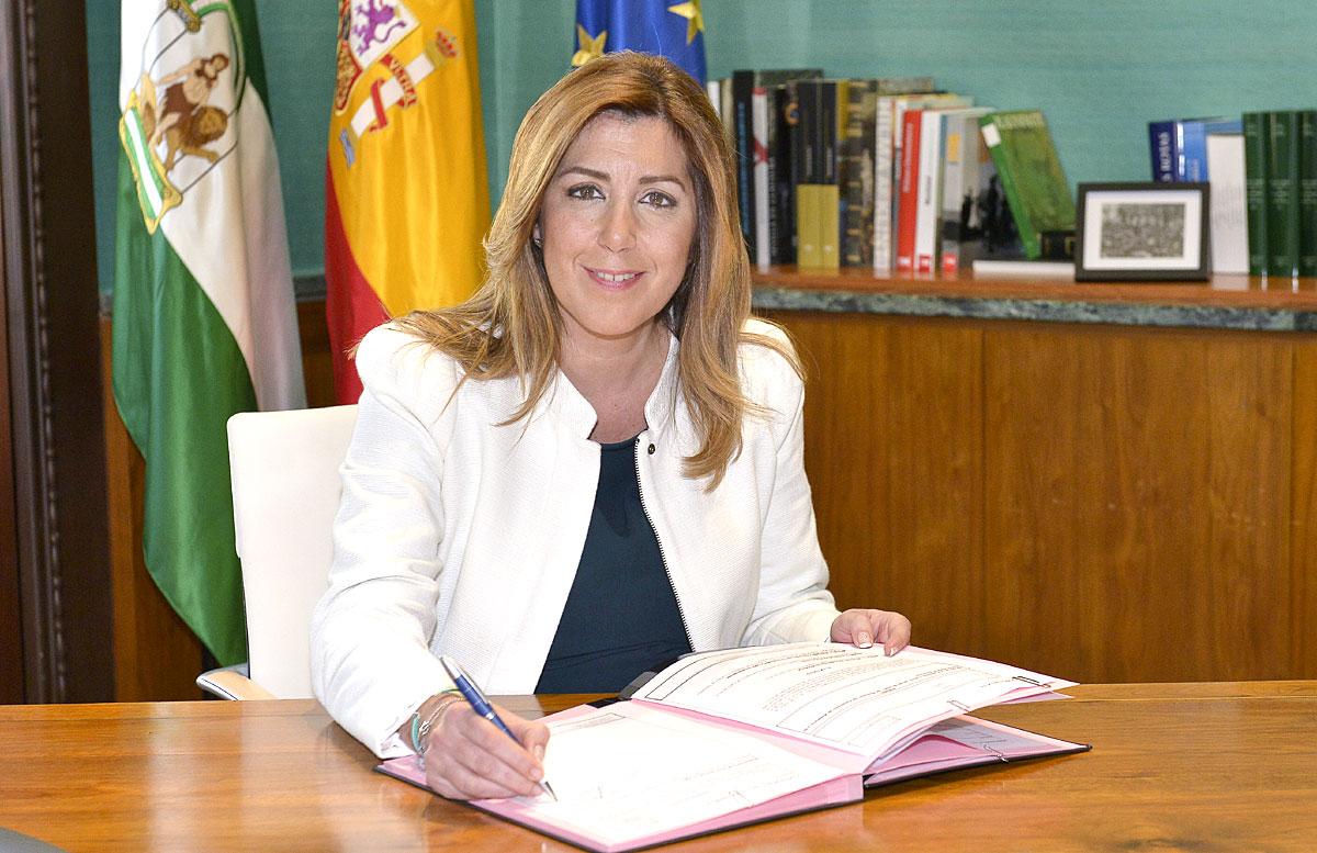 Susana Díaz firma la disolución de la Legislatura