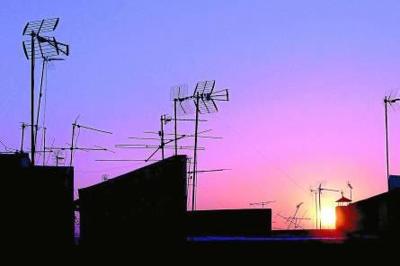 Los municipios limítrofes con Portugal y Francia pueden perder canales de forma temporal. / Antonio Acedo