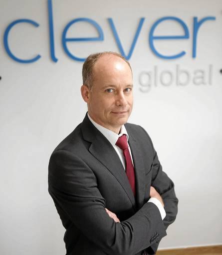 Fernando Gutiérrez Huerta, en las oficinas de Clever Global en el municipio de Tomares. / PEPO HERRERA