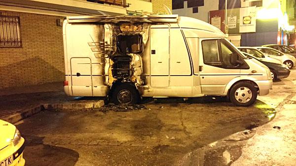 Imagen de la caravana siniestrada. / El Correo