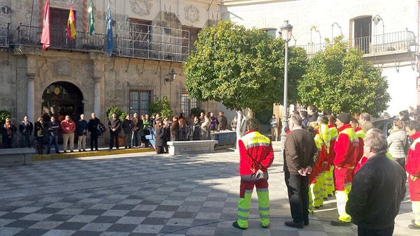 Concentración este viernes ante el Ayuntamiento de Lora. / E.P.