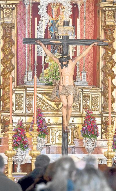 El Cristo de la Buena Muerte, de nuevo entre los suyos. / J. M. Paisano