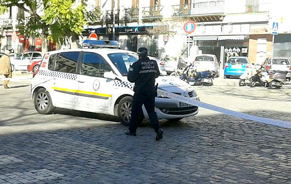 La Policía Local acordonó la zona. / El Correo