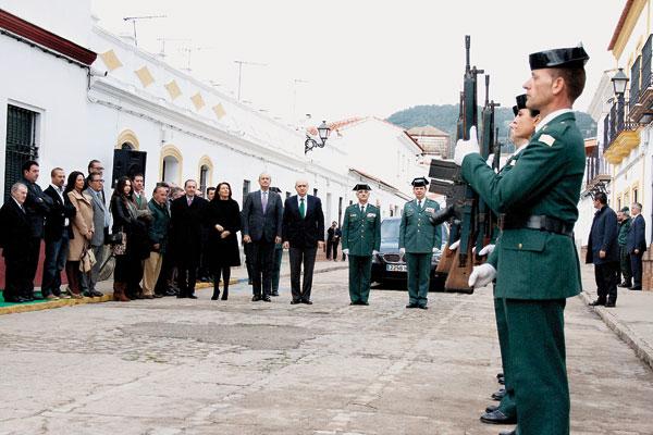 El ministro del Interior acudió hace un mes y medio a la primera piedra de las futuras dependencias de la Guardia Civil. / F.J.D.