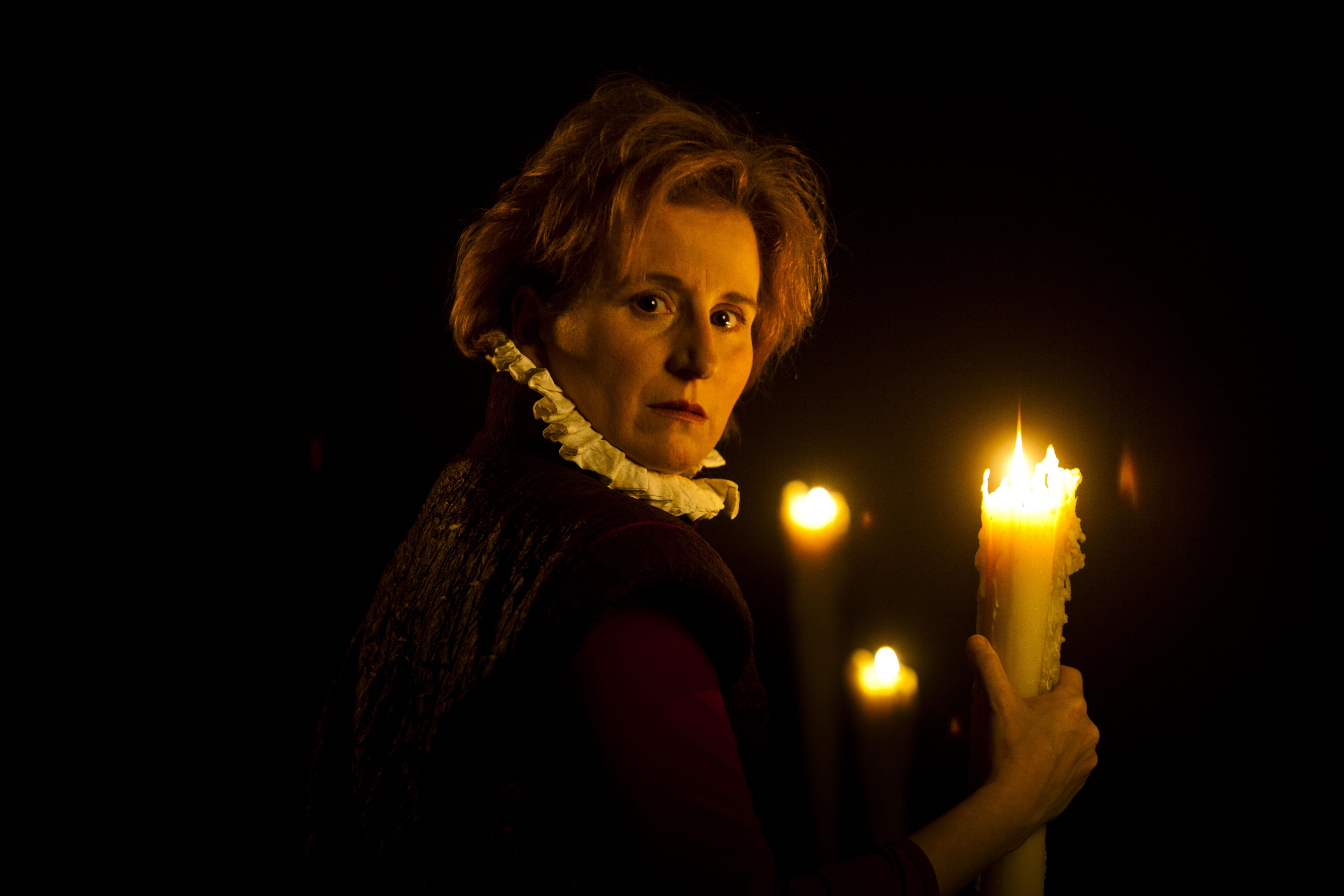 La actriz Mari Paz Sayago encarna a la reina Isabel la Católica este fin de semana en el Teatro Duque-La Imperdible, dentro del feSt. / El Correo