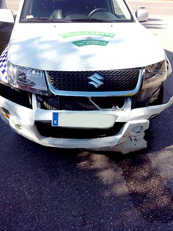 Estado en el que quedó el vehículo de la Policía Local de Mairena. / E.P.