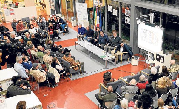 Momento del acto en la biblioteca Infanta Elena. / José Luis Montero