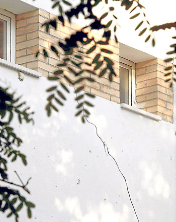 Grietas en la fachada. / José Luis Montero