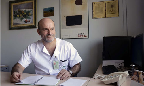 Manuel Romero es especialista en aparato digestivo en el Hospital de Valme. / José Luis Montero
