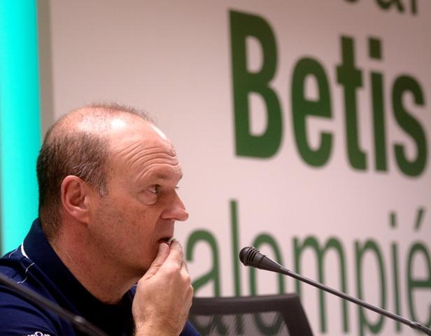 Pepe Mel atiende a la prensa, este viernes al mediodía / Foto: Manuel Gómez