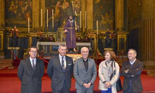 Autoridades durante el acto de presentación de la restauración de la imagen del Nazareno de la Hermandad del Valle