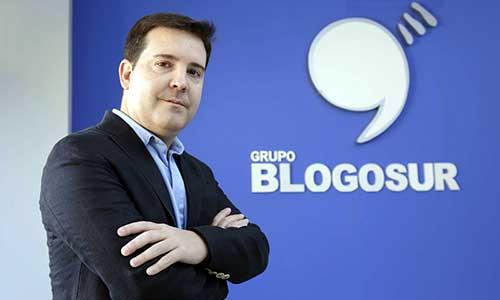 José Santos en la sede de Blogosur, en la Plaza de la Encarnación. / José Luis Montero