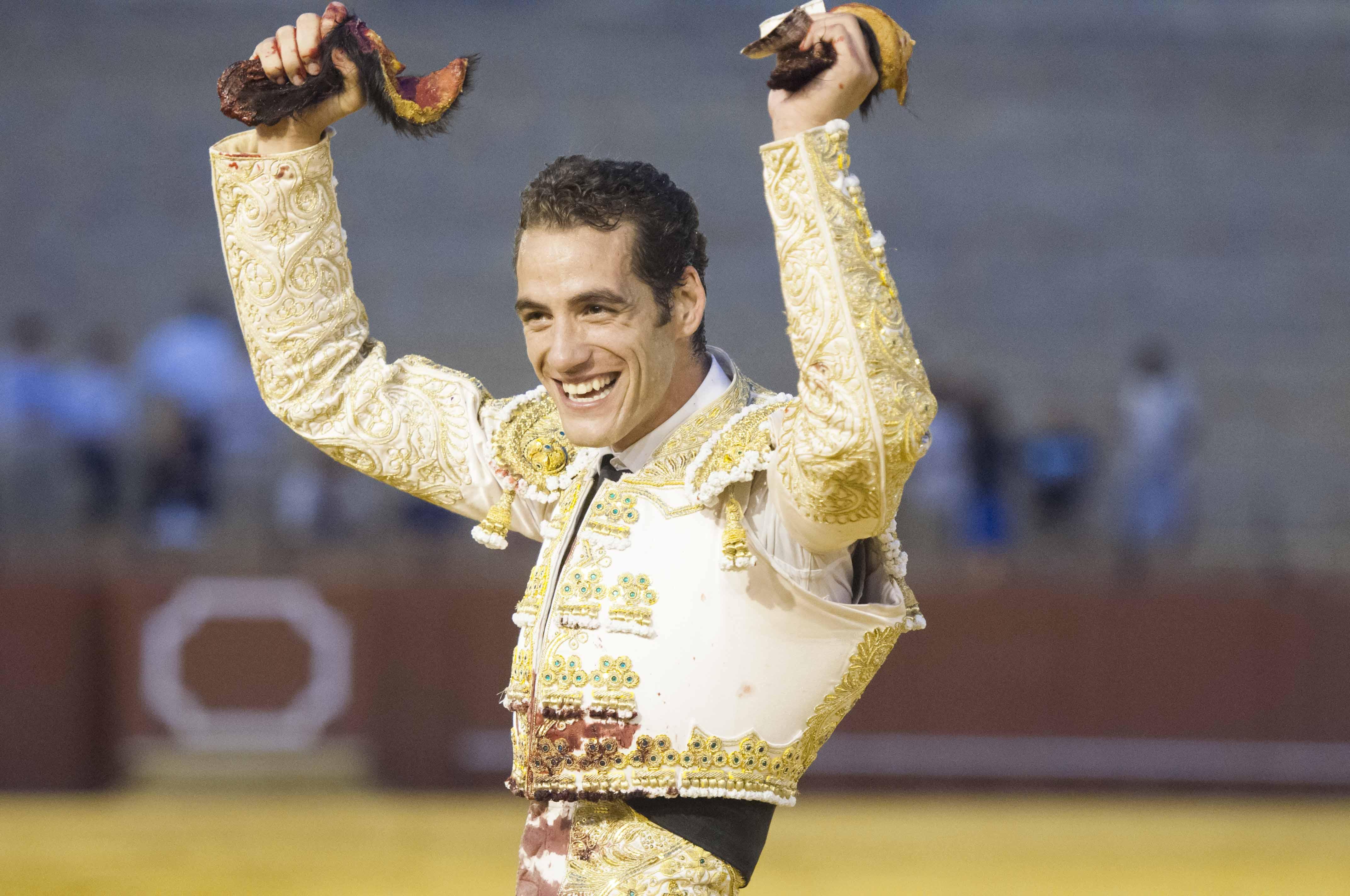 Pepe Moral, en pleno triunfo en la Maestranza de Sevilla. / J. M. Paisano