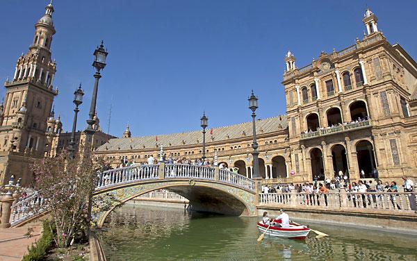 La Puerta de Aragón será la sede del museo dedicado al arquitecto regionalista una vez que las administraciones lleguen a un acuerdo que permita financiarlo. / José Manuel Vidal