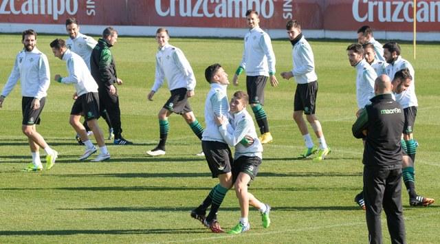 Bruno y Portillo chocan y bromean durante el entrenamiento del viernes / Foto: Inma Flores