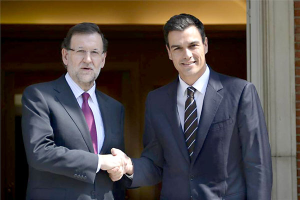 Mariano Rajoy y Pedro Sánchez en La Moncloa. / EFE