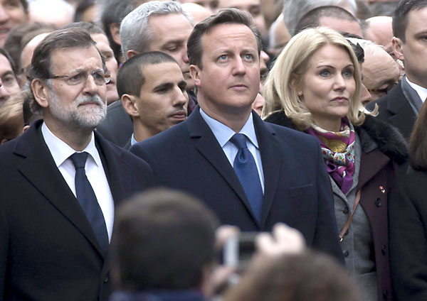 El presidente del Gobierno, Mariano Rajoy (izda), el primer ministro británico David Cameron (c), y la primera minsitra danesa Helle Thorning-Schmidt, durante la manifestación. / EFE