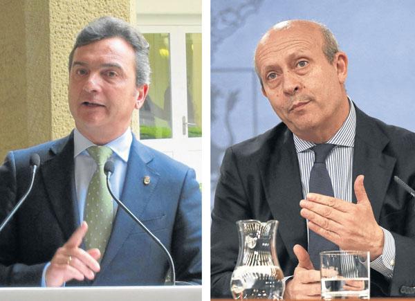 El presidente de la AUPA, Eduardo González (izda.) y José Ignacio Wert, ministro de Educación. / EFE