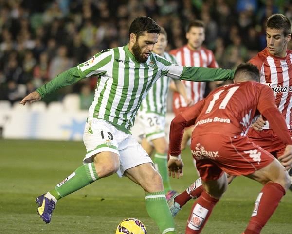 Jorge Molina regatea a un rival (Foto: Manuel Gómez).