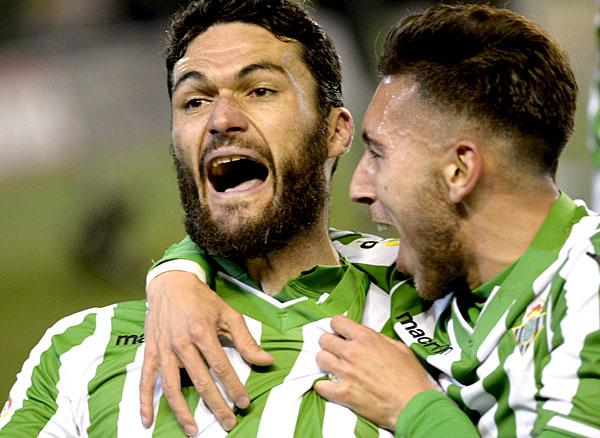 Jorge Molina celebra el 1-0 con Varela / Foto: Manuel Gómez