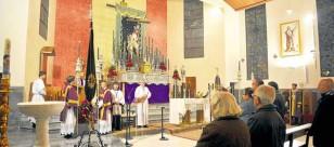 Culto cuaresmal en el interior de la parroquia de San Diego de Alcalá, el hogar de la hermandad del Sol. / R.A.