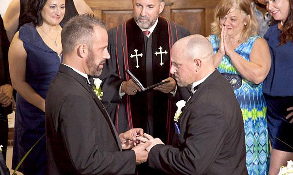 Una ceremonia de una boda homosexual. / EFE