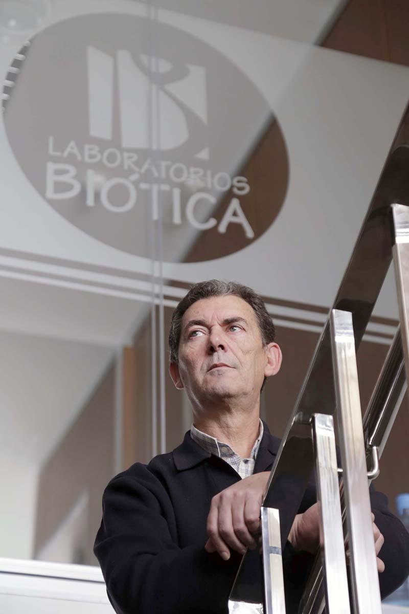 José Martínez Reyes, en la sede de la empresa, ubicada en Alcalá de Guadaíra. / JOSÉ LUIS MONTERO
