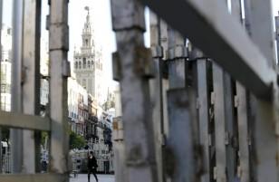 Los palcos ya están en la plaza de San Francisco / Foto: José Luis Montero.