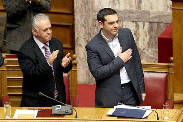 El primer ministro griego Alexis Tsipras este domingo en el parlamento griego. / EFE