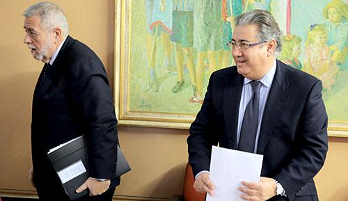 El alcalde de Sevilla, Juan Ignacio Zoido, tras la reunión mantenida con el secretario de Estado de Administraciones Públicas, Antonio Beteta.