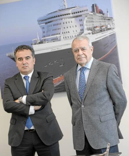 Francisco José Cuervas y Carlos Alejo posan en la sede de Ghenova, en el edificio Galia Puerto. / Inma Flores