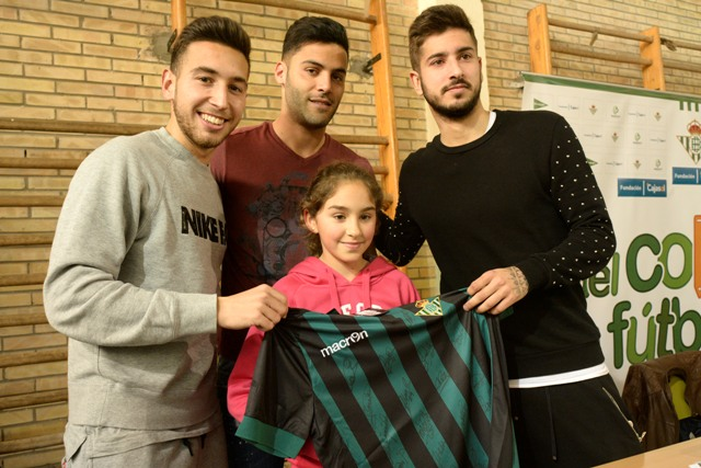 Bruno, con Varela y Vadillo, este martes en el colegio Pablo VI / Foto: Manuel Gómez