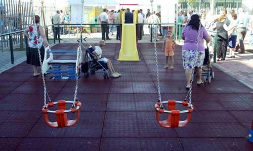 Fitonovo tiene adjudicado el contrato de mantenimiento de los juegos infantiles. / Javier Díaz