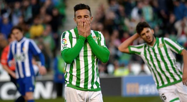 Rubén Castro, desfigurado, lamenta una ocasión fallada ante la Ponferradina / Foto: Manuel Gómez