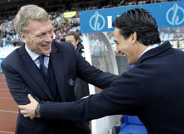 Emery y Moyes se saludan antes del partido (Efe)