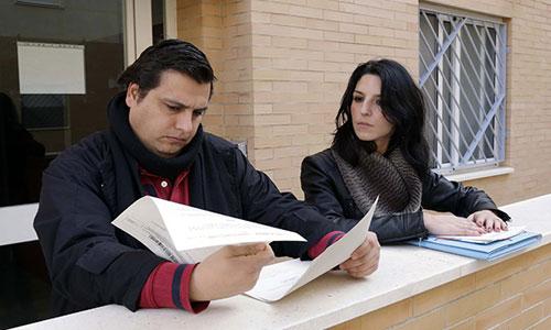 Francisco Jesús y Mercedes llevan más de tres años solicitando a su entidad bancaria la dación en pago de su VPO de Pino Montano. / Foto: Jose Luis Montero