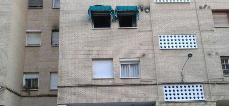 Imagen del piso incendiado en el barrio de Nervión. / Inma Flores