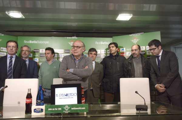 Ollero, al frente del consejo, este martes (Foto: Manuel Gómez)