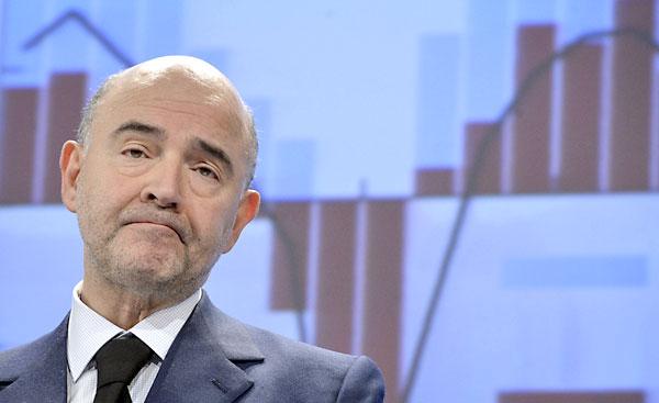 El comisario europeo de Asuntos Económicos y Financieros, Pierre Moscovici, durante una rueda de prensa celebrada para presentar las previsiones macroeconómicas de invierno de la Comisión Europea para 2014, 2015 y 2016 para la Unión Europea (UE) y la eurozona. / EFE
