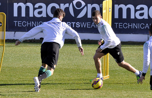 Portillo se cruza con Vadillo en un entrenamiento / Foto: Manuel Gómez