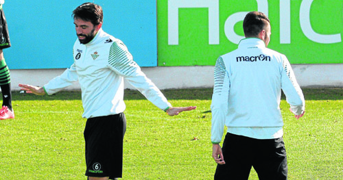 Entrenamiento del Real Betis antes del partido contra el Girona. / Manuel Gómez