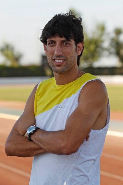 Antonio Manuel Reina, en la pista de atletismo / Foto: Paco Puentes