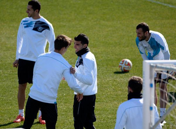 Reyes, charlando con Denis (Foto: Manuel Gómez)