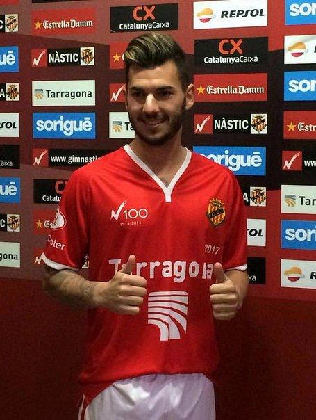 Sergio, con su nueva camiseta / Nástic de Tarragona