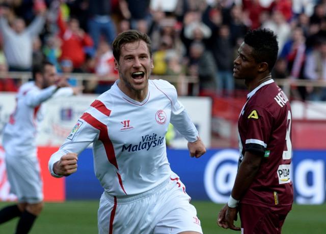 Krychowiak celebra el 1-0. Luego fue expulsado / Foto: Manuel Gómez