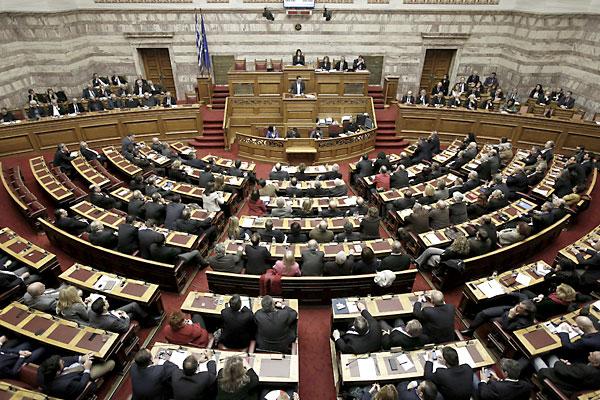 Sesión de este domingo de el parlamento griego. / EFE