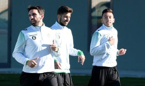 Vadillo, entre Jordi y Varela en el entrenamiento de este martes / Foto: Manuel Gómez