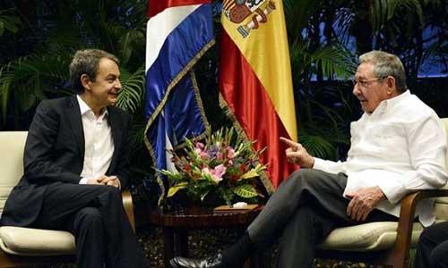 Zapatero y Raúl Castro en una imagen difundida por el periódico cubano Granma.