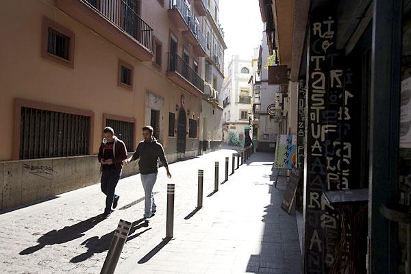 La movida resurgió en la calle Pérez Galdós.